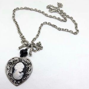 🆕80's Vintage Silver Cameo Heart Necklace